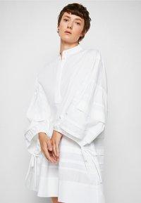 Victoria Victoria Beckham - LAYER DETAIL OVERSIZED DRESS - Shirt dress - white - 5