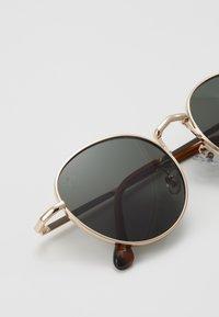 Jeepers Peepers - Sluneční brýle - gold-coloured/green - 2