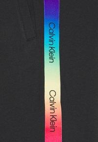 Calvin Klein - PRIDE - Shorts - black - 2