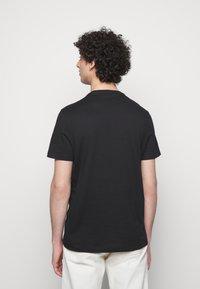Michael Kors - PALM BLOCK TEE - Print T-shirt - black - 2