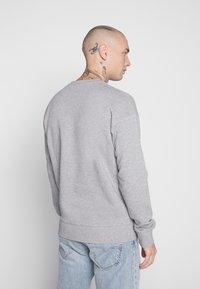 Jack & Jones - JORCUBO CREW NECK - Sweatshirt - light grey - 2