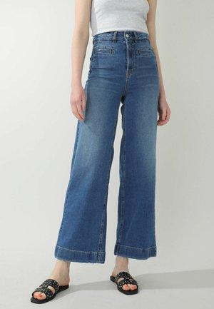 Jeans a zampa - denimblau