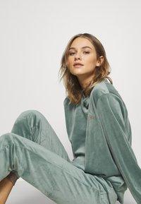 Hunkemöller - Haut de pyjama - balsam green - 3