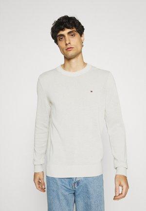 ULTRA LIGHTWEIGHT C NECK - Stickad tröja - ivory