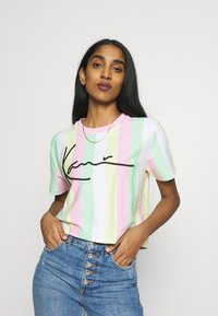 Karl Kani - SIGNATURE STRIPE TEE - Print T-shirt - green/white/pink/yellow - 0