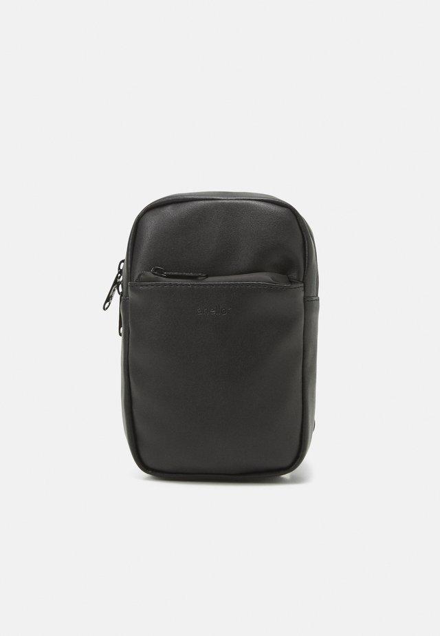 CHEST BAG UNISEX - Taška spříčným popruhem - black