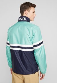 Levi's® - COLORBLOCKED WINDBREAKER - Summer jacket - night blue/crème/menthe - 2