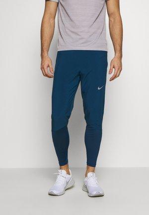 ESSENTIAL PANT - Pantaloni sportivi - valerian blue/reflective silver
