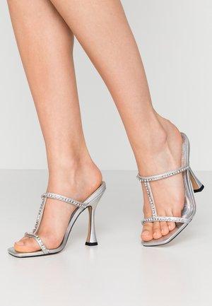 RANA - Pantofle na podpatku - silver
