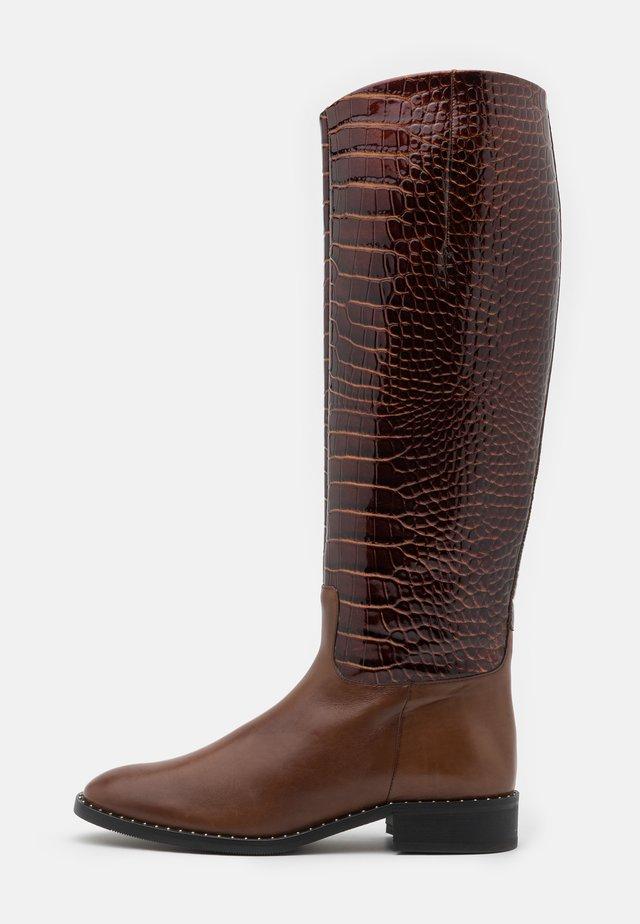 Vysoká obuv - bronce