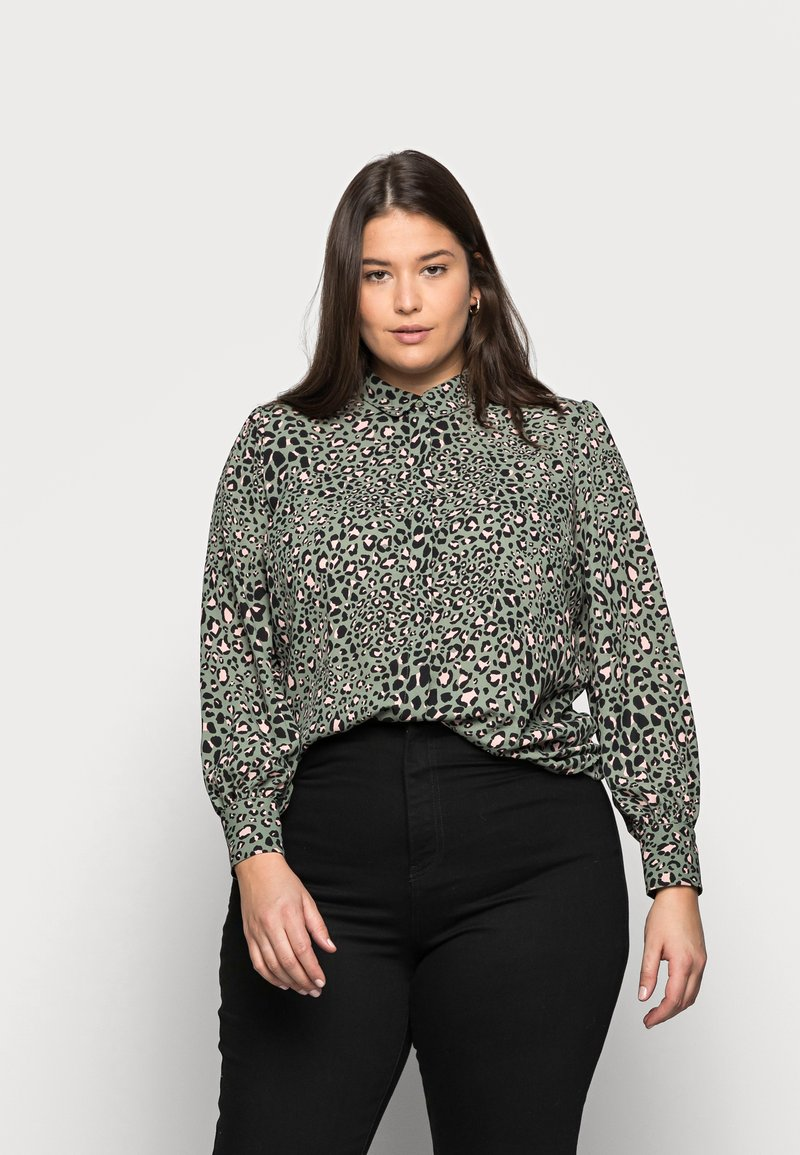 New Look Curves - LEO LEOPARD PRINTED - Button-down blouse - green