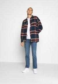 Levi's® - NEW ORIGINAL CREW UNISEX - Sweatshirt - white - 1