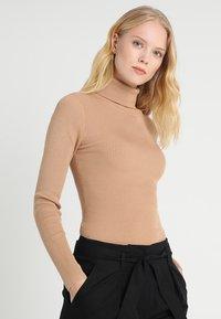 Zalando Essentials - Stickad tröja - camel - 0