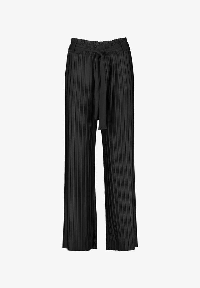 MIT PLISSÉEFALTEN - Trousers - black