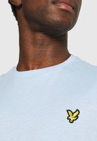 Lyle & Scott - PLAIN - T-shirt - bas - pool blue - 4