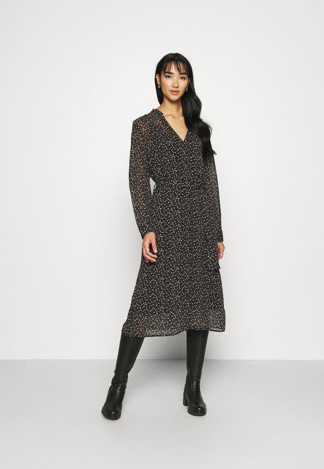 JDYVIOLA ABOVE DRESS - Vapaa-ajan mekko - black/white