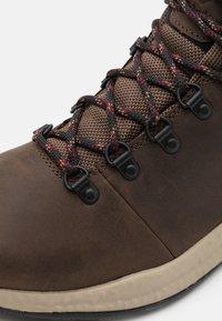 Columbia - SH/FT WP - Zapatillas de senderismo - espresso/red jasper - 5