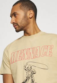 Mennace - UNISEX WHIPLASH TEE - Print T-shirt - tan - 4