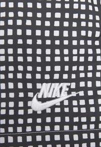 Nike Sportswear - FLOW GRID - Shorts - black/white - 5