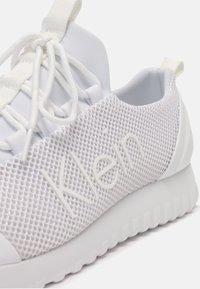 Calvin Klein Jeans - RUNNER LACEUP - Tenisky - white - 5