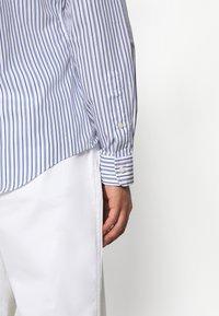 Polo Ralph Lauren - SLIM FIT STRIPED POPLIN SHIRT - Shirt - white/sky blue - 8