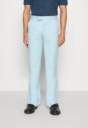 CALEB TROUSERS - Pantalon classique - sky blue