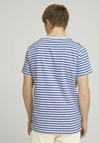 TOM TAILOR DENIM - Print T-shirt - blue white thin stripe - 2