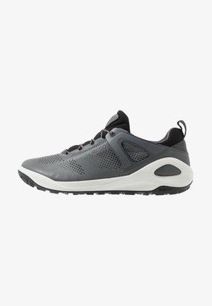 BIOM 2GO - Zapatillas de senderismo - titanium