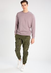 Urban Classics - Cargo trousers - olive - 1