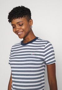 Tommy Jeans - CLASSICS STRIPE TEE - Print T-shirt - white/navy - 3