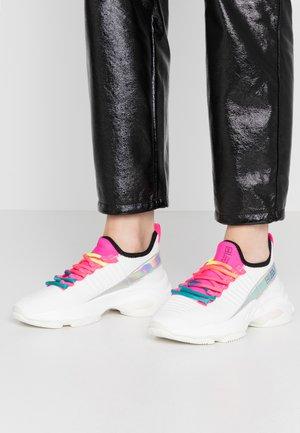 Sneakers - fuschia/multicolor