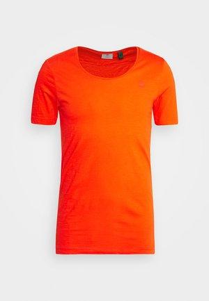 ALKYNE SLIM  - Basic T-shirt - bright acid
