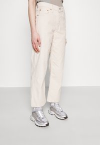 Levi's® - RIBCAGE STRAIGHT ANKLE - Jean droit - sand shell wide wale - 4