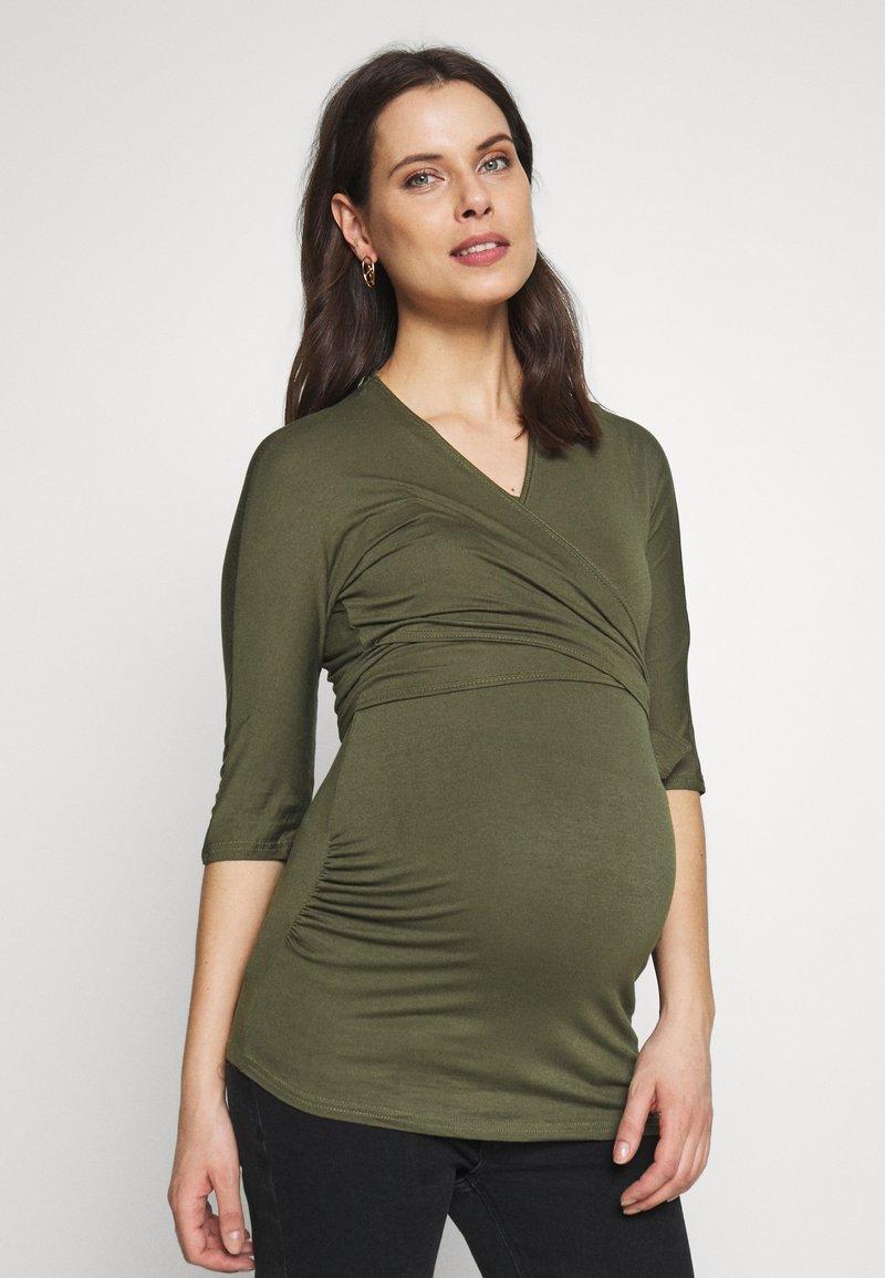 Dorothy Perkins Maternity - PLAIN SHORT SLEEVE NURSING BALLET WRAP - Bluzka z długim rękawem - khaki