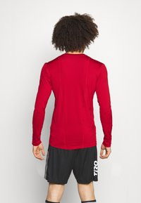 adidas Performance - TECH FIT - Funktionstrøjer - team power red - 2