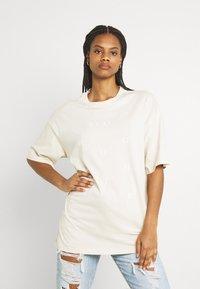 Monki - CISSI TEE - Print T-shirt - beige dusty light - 0