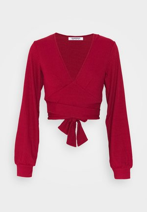 PLUNGE TIE WAIST LONG SLEEVE CROP - Long sleeved top - red