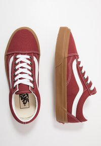 Vans - OLD SKOOL UNISEX - Sneakersy niskie - rosewood/true white - 1