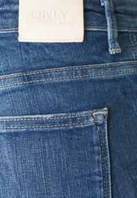 ONLY - ONLCARMEN RAW - Jeans Skinny Fit - medium blue denim - 6