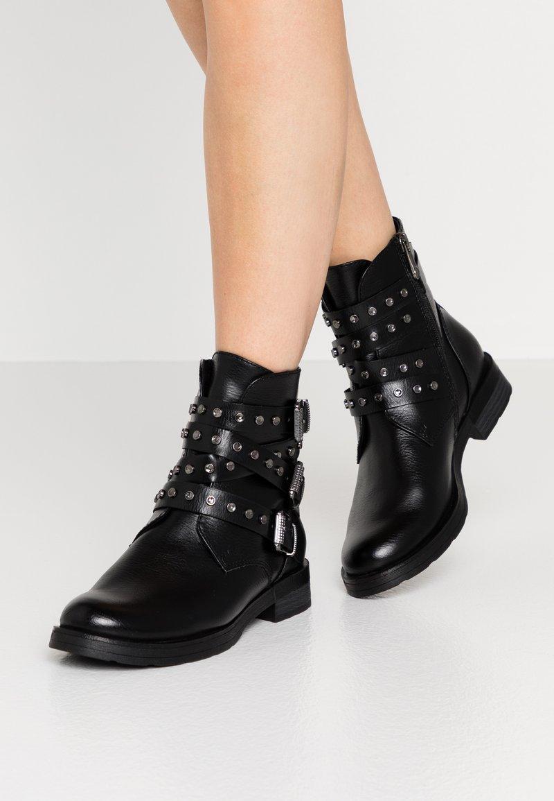 Marco Tozzi - Cowboy/biker ankle boot - black antic