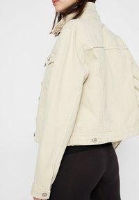 Pieces - Denim jacket - almond oil - 4