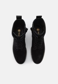 Tory Burch - MILLER LUG SOLE BOOTIE - Platform ankle boots - perfect black - 4