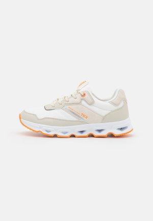 Sneakers laag - white/neon orange