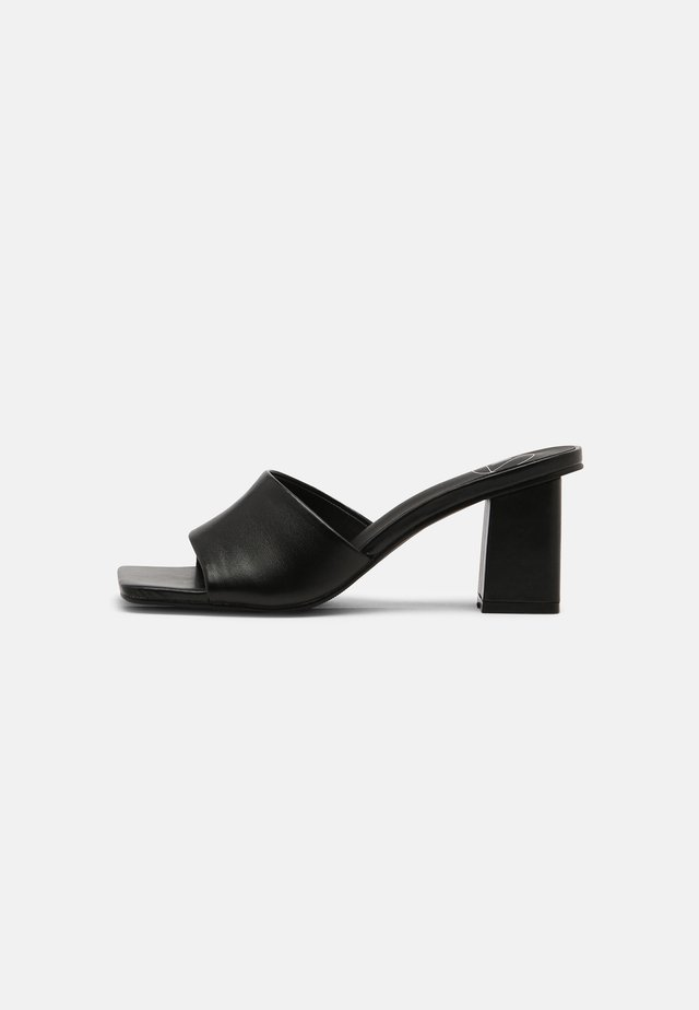SQUARE TOE BLOCK HEEL MULE - Heeled mules - black