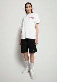 Napapijri - S-ALHOA - T-shirt med print - white graph n - 0