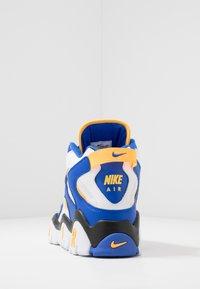 Nike Sportswear - AIR BARRAGE MID - Baskets montantes - white/laser orange/racer blue/black - 3