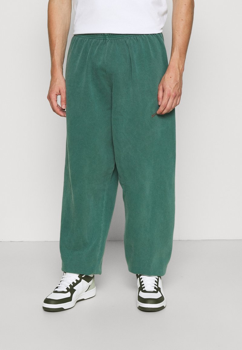 BDG Urban Outfitters - JOGGER PANT - Tracksuit bottoms - deep grass green