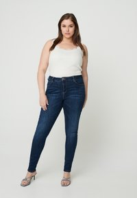 Zizzi - AMY  - Slim fit jeans - blue - 0