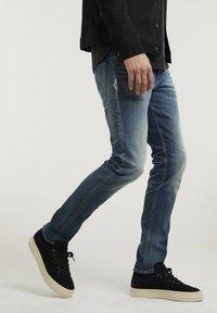 CHASIN' - CROWN ELI - Slim fit jeans - blue denim - 2