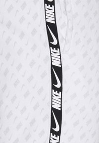 Nike Sportswear - REPEAT PRINT - Pantaloni sportivi - white/black - 5